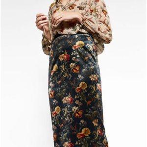 Zara Basic Velvet Floral Pencil Skirt